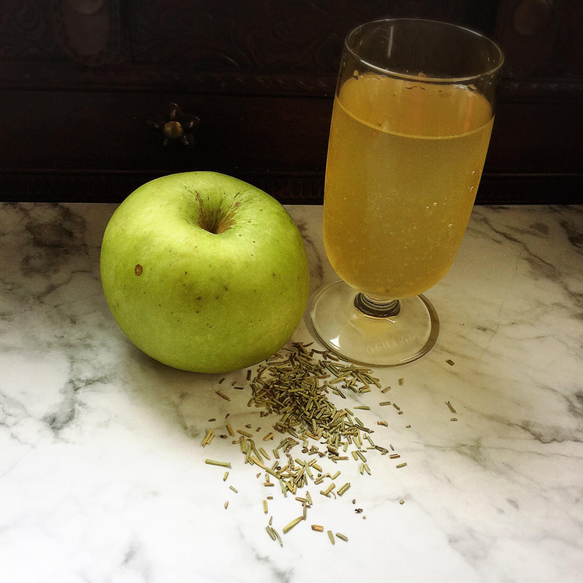 apple rosemary kombucha